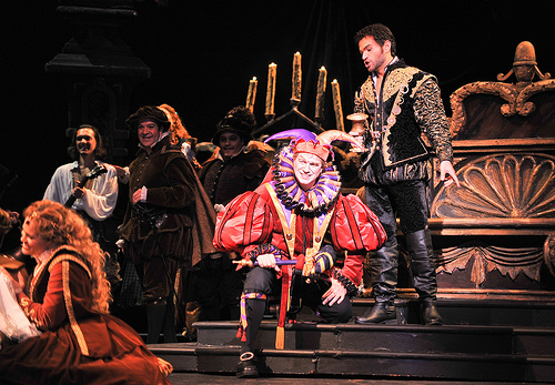 Mark Walters as the duplicitous jester amuses Michael Fabiano as the licentious Duke / Photo by Gaston de Cardenas