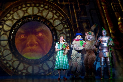 Pay no attetion to the man behind the curtain in the Andrew Lloyd Webber edition of The Wizard of Oz / Photo by Cylla von Tiedemann