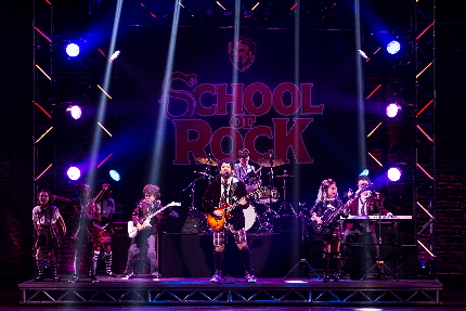 Alex Brightman leads the kids in the Battle of the Bands in School of Rock / Photo by Matthew Murphy